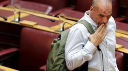 Varoufakis torna sui banchi del Parlamento dopo la rottura con