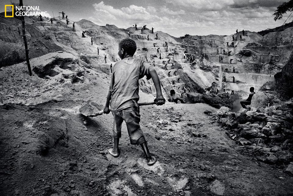 A child is put to work at a militia-run mine in Watsa. (Marcus Bleasdale/National Geographic)