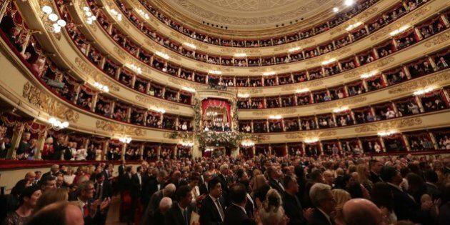 Prima della Scala a Milano il 7 dicembre 2015 in pieno allarme terrorismo. Agenti e metal detector nel