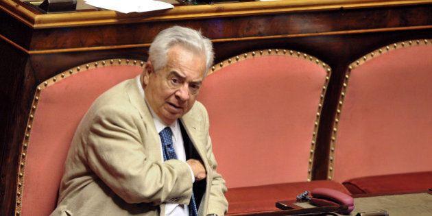 Giuseppe Ciarrapico, niente più vitalizio per l'ex parlamentare condannato per truffa. La decisione del