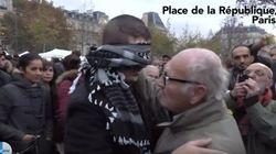Il musulmano si benda e chiede un abbraccio. E i parigini reagiscono