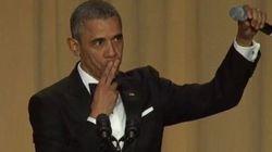 L'addio di Obama: fa cadere il microfono.