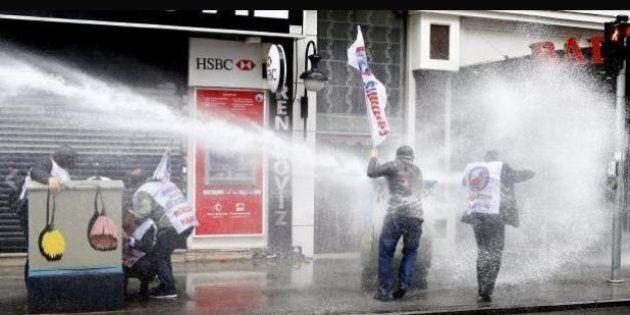 Primo maggio, a Istanbul la polizia spara gli idranti: un morto. In Francia scontri con la polizia per...
