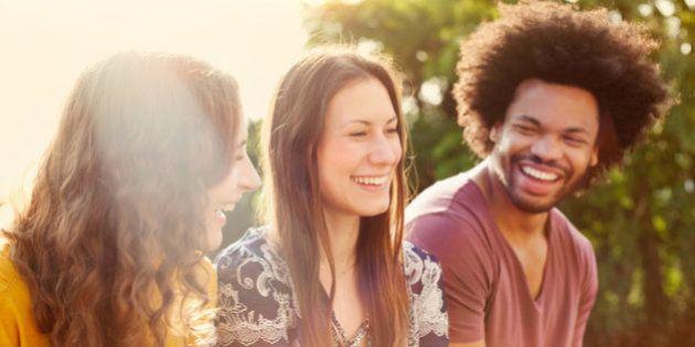 Le persone single possono essere felici quanto le coppie. È il risultato (poco sorprendente) di uno