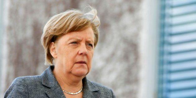 Migranti, Germania e altri 5 paesi Ue chiedono ulteriore stop a Schengen. Commissione Ue: decisione entro...