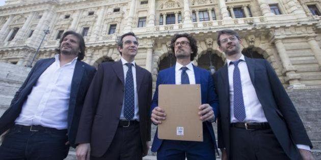 M5S per contrastare Renzi escogita di spacchettare il referendum costituzionale: