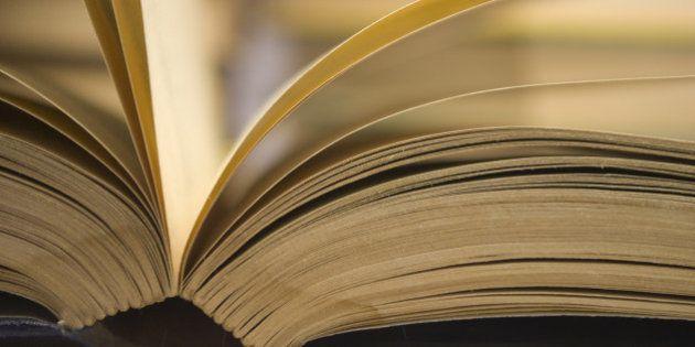 8 motivi scientifici per cui dovremmo leggere spesso libri, meglio se cartacei: ci rende più intelligenti...