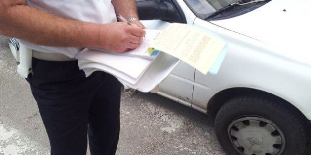 Parma, accuse del Movimento consumatori: capo dei vigili fa annullare multe a membri della Giunta M5S...