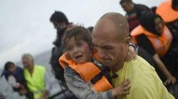 I bagnini volontari che salvano i profughi in mare sono la miglior lezione di