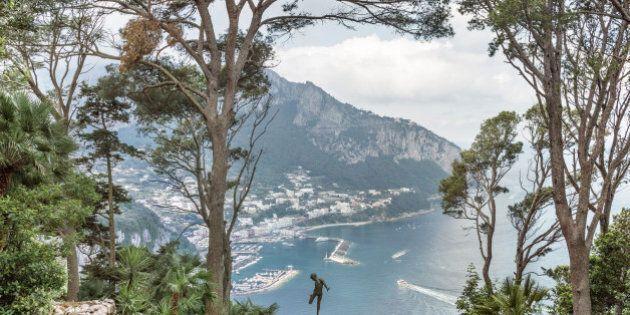 L'emozione della vertigine, la mostra fotografica di Massimo Siragusa sulle altezze di Cortina e Capri,...