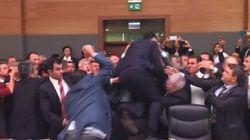 Terza rissa in una settimana: il Parlamento turco si trasforma in un