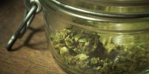 Marijuana: social club, coltivazione, vendita e detenzione. 8 cose da sapere sulla proposta di legge...