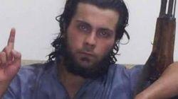 Sua madre gli chiede di lasciare l'Isis e fuggire con lei, il figlio la uccide davanti a centinaia di