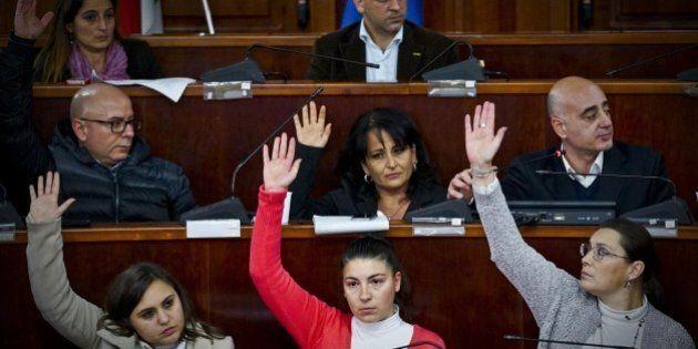 Quarto: Rosa Capuozzo, sindaco M5s cambia l'azienda sull'acquedotto ma non l'odore di