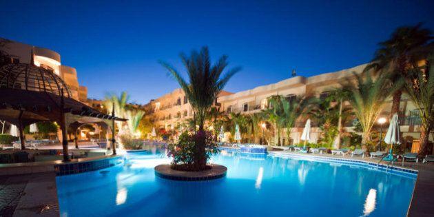 Egitto, a Hurghada tre uomini armati assaltano hotel. L'ombra dell'Isis, feriti tra i