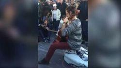 Dopo il pianista di Parigi, il violoncellista di Bruxelles diventa simbolo contro il