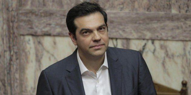 Grecia, Tsipras vara il rimpasto. L'Ue dà l'ok al prestito ponte di 7 miliardi. Poi partirà il negoziato...