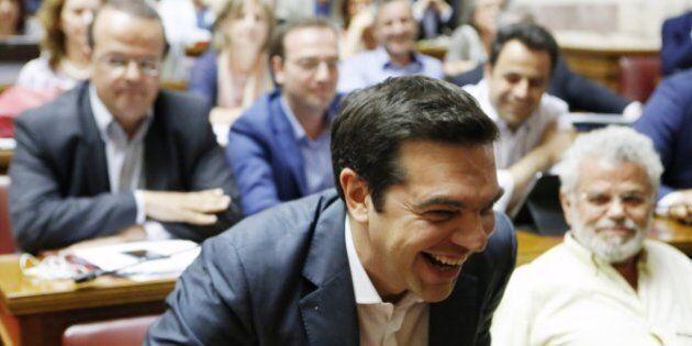 Grecia, Syriza vola nei sondaggi: se si votasse oggi, avrebbe il 42,5% e maggioranza