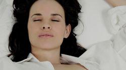Dormire con il reggiseno fa bene o male? In questo video la