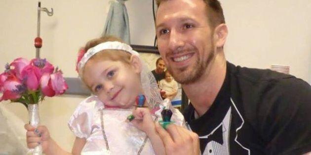 La piccola Abby sposa l'infermiere. La piccola malata di leucemia ha 4 anni e corona il suo sogno