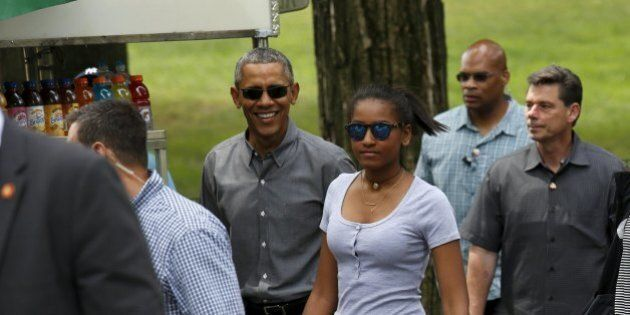 Barack Obama, weekend a Manhattan con le figlie Malia e Sasha. Mai visto così felice e orgoglioso