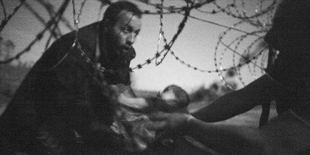 World Press Photo 2016, premia la foto di Warren Richardson e dedica al dramma dei migranti la Picture...