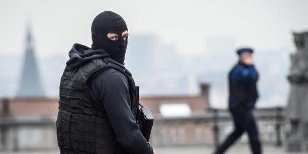 Attentato Bruxelles: si cercano due uomini. Uno immortalato nella metro con Khalid. Oggi si discute il...