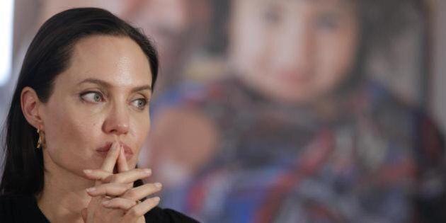 Angelina Jolie contro gli stipendi d'oro dei dirigenti di Halo Trust: l'attrice abbandona la ong resa...