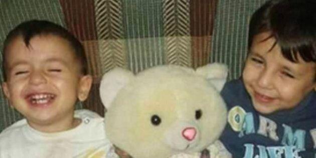 La storia di Aylan, il bimbo morto sulla spiaggia turca rifiutato dal Canada. Nel naufragio è morto anche...