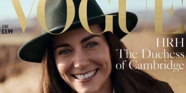 La duchessa Kate ha 'buttato' i suoi jeans skinny per indossare una larga salopette negli scatti per...