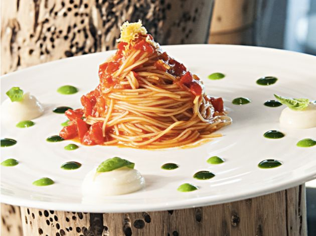 Spaghetti al pomodoro, tre ricette per prepararli in modo originale con i consigli degli chef