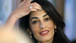 Amal si sfila l'anello di George: