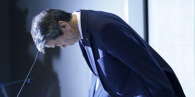 Scandalo Toshiba per utili gonfiati, terremoto al vertice. Con un lungo inchino, il Ceo Tanaka si scusa...