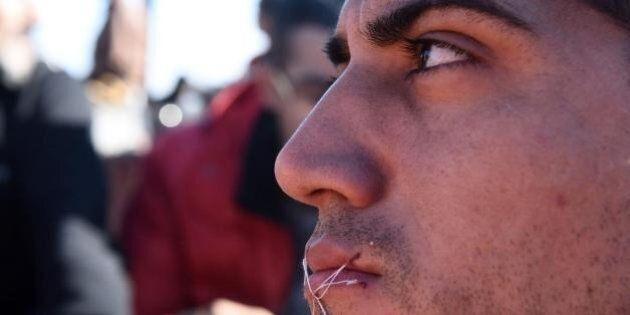 Crisi profughi, al confine Macedonia Grecia i migranti