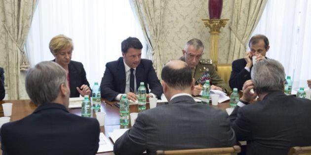 Libia, riunione a Palazzo Chigi tra Matteo Renzi, Roberta Pinotti, Paolo Gentiloni e Angelino