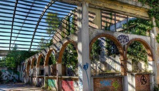 Questi luoghi abbandonati raccontano un'Italia che vuole