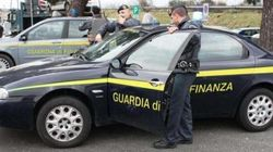 Soldi e Rolex per superare concorso nelle forze armate, arrestato impiegato della