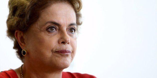 Dilma Rousseff a un passo dall'impeachment annulla la visita negli Usa. Per l'Economist è come Berlusconi: