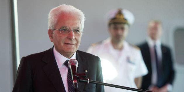 Consulta, Sergio Mattarella preoccupato per la fumata nera: con l'emergenza Isis non è un bel segnale...