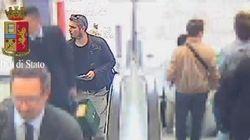 Così i due operai-terroristi di Brescia scattavano le foto con minacce Isis