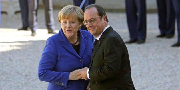 L'offerta di Angela Merkel a Francois Hollande per la lotta all'Isis: