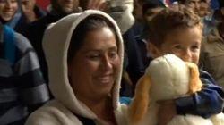 Gli applausi dei tedeschi ai profughi che arrivano alla