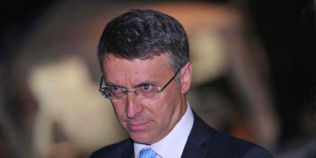 Tetto a 3000 euro per il contante, Raffaele Cantone critica il governo: