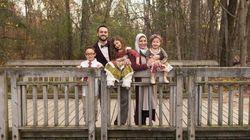 Questa famiglia è stata fatta scendere da un aereo per via