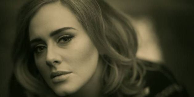 Adele in concerto a Verona, sui social network dilaga l'ironia: