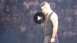 Robbie Williams flirta con la fan, poi scopre che ha 15