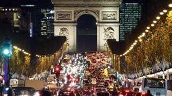 Parigi tra Cop21, terrorismo ed elezioni. Una città in stato d'assedio torna a
