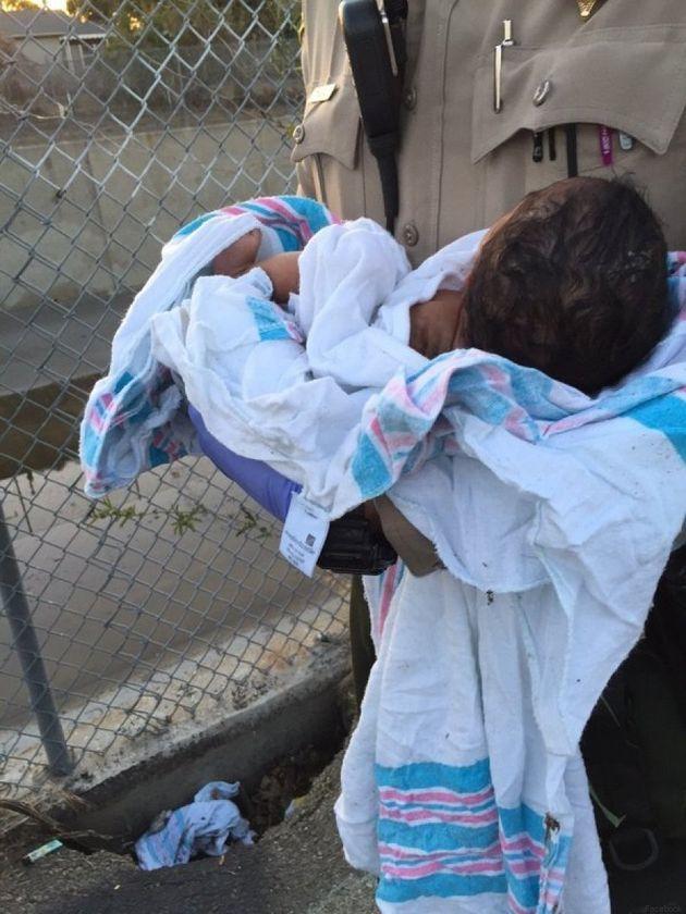 Il poliziotto salva una neonata sepolta viva. Le foto degli agenti della contea di Los Angeles