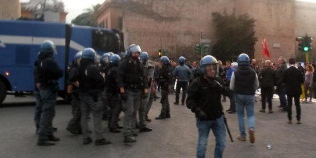Porta Pia, idranti sul corteo dei movimenti per la casa in solidarietà con lo sgombero ex Telecom di...