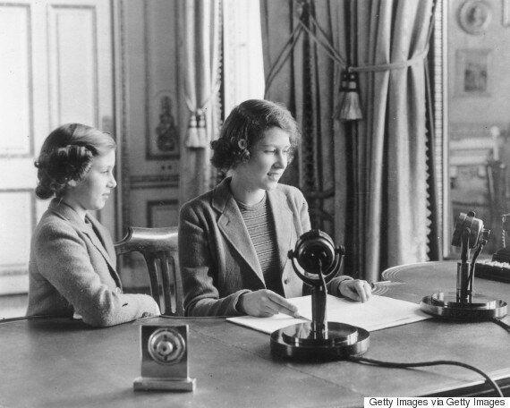 Il primo discorso della Regina Elisabetta, da adolescente: un messaggio di compassione per i piccoli